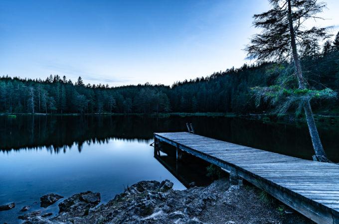 Möserer See in der Dämmerung in Tirol